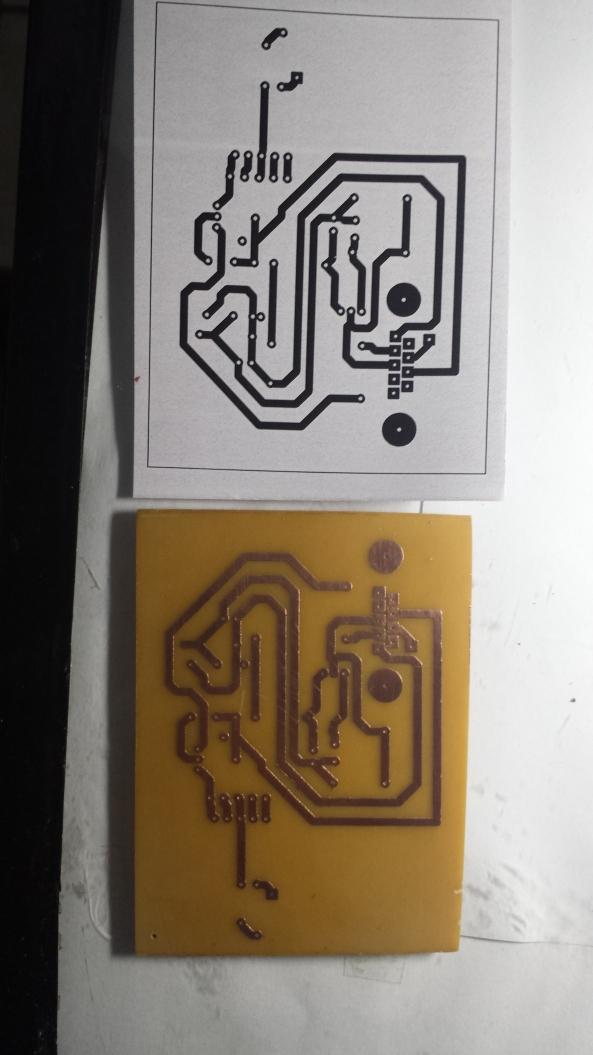 Desenho invertido e placa corroida